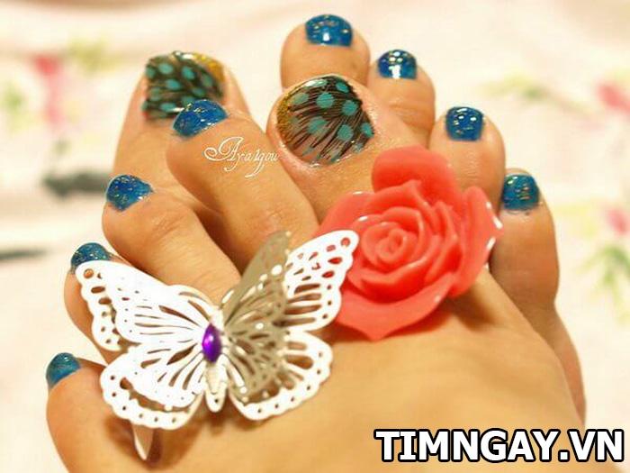 Các mẫu móng chân đẹp mê ly theo phong cách của riêng bạn 16