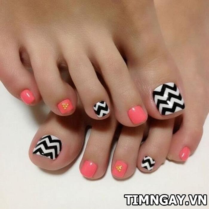 Các mẫu móng chân đẹp mê ly theo phong cách của riêng bạn 18