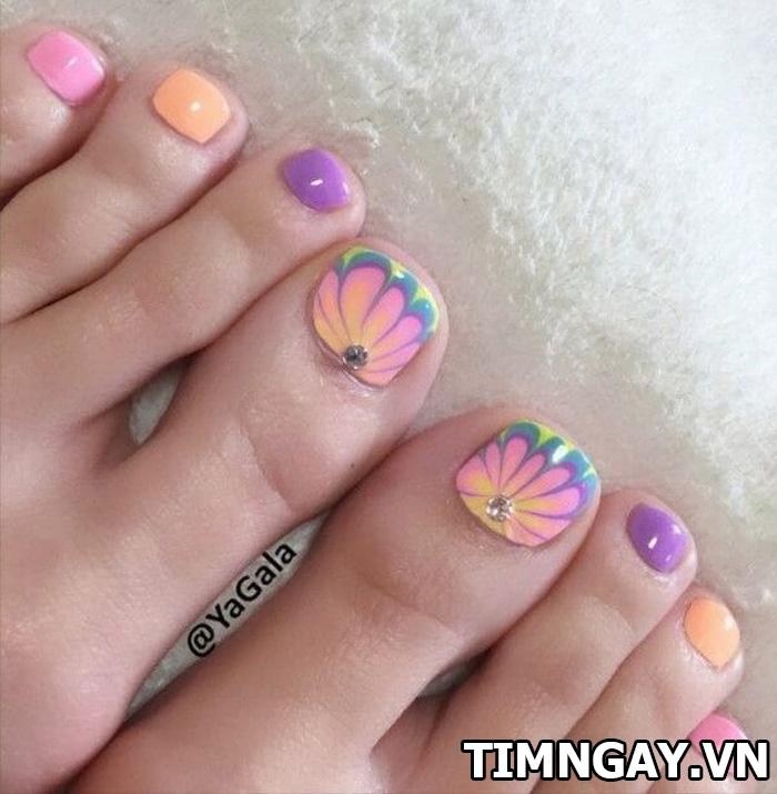Các mẫu móng chân đẹp mê ly theo phong cách của riêng bạn 19