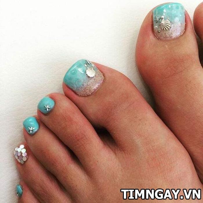 Các mẫu móng chân đẹp mê ly theo phong cách của riêng bạn 30