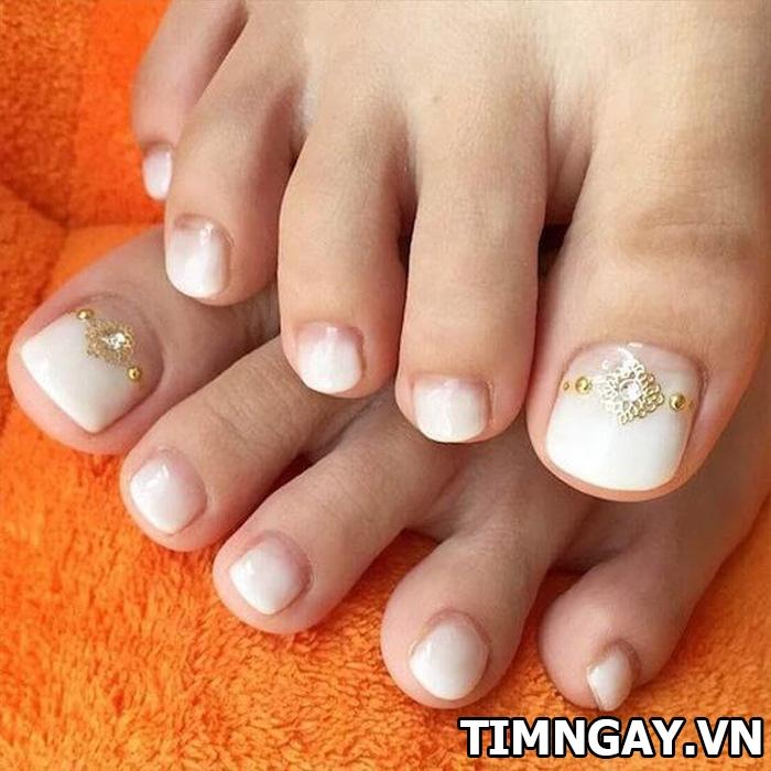 Các mẫu móng chân đẹp mê ly theo phong cách của riêng bạn 31