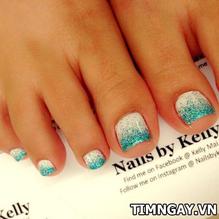 Các mẫu móng chân đẹp mê ly theo phong cách của riêng bạn 29