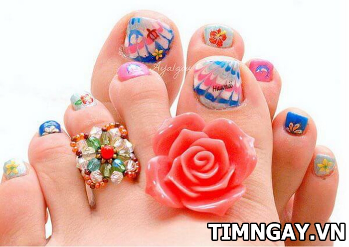 Các mẫu móng chân đẹp mê ly theo phong cách của riêng bạn 33