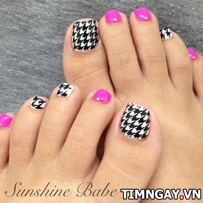 Các mẫu móng chân đẹp mê ly theo phong cách của riêng bạn 32