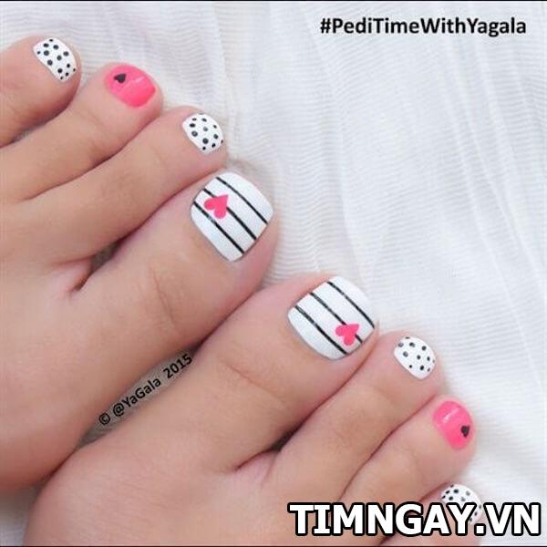 Các mẫu móng chân đẹp mê ly theo phong cách của riêng bạn 34