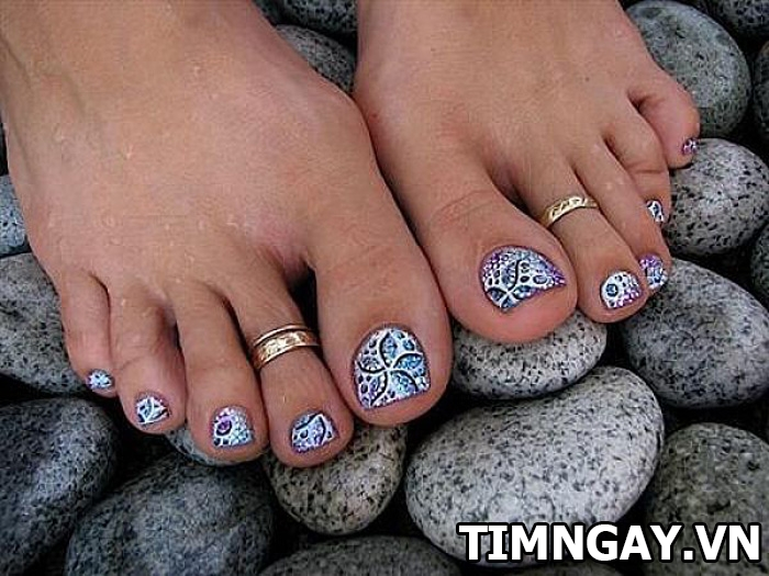 Các mẫu móng chân đẹp mê ly theo phong cách của riêng bạn 35