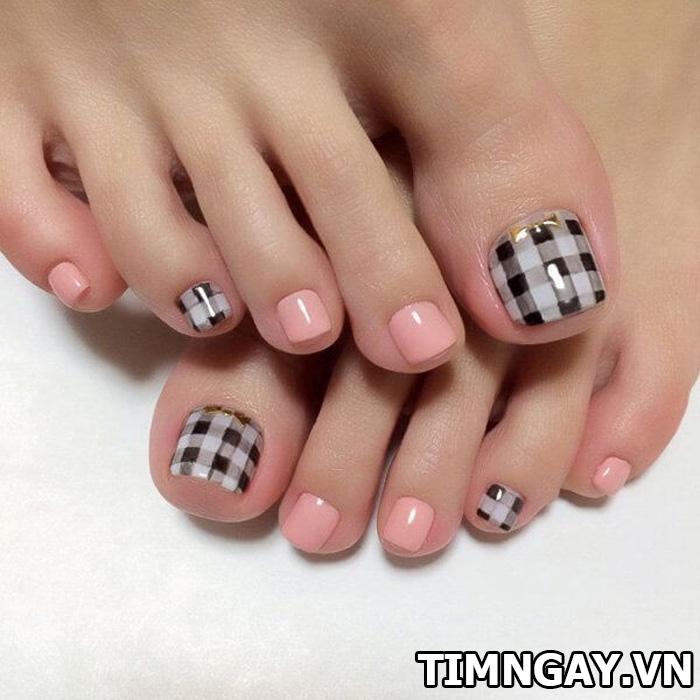 Các mẫu móng chân đẹp mê ly theo phong cách của riêng bạn 6