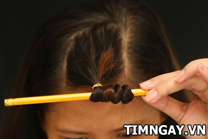 Hướng dẫn các bước làm tóc xoăn tại nhà không cần máy 2