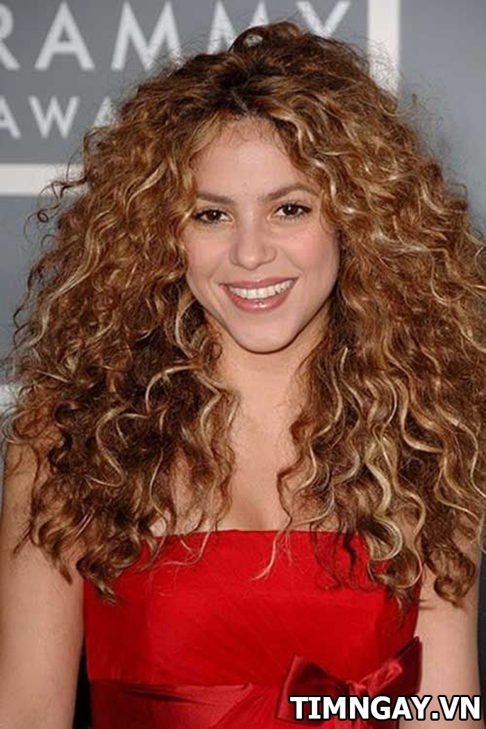 Khám phá các kiểu tóc xoăn dài được chuộng nhất năm nay 4