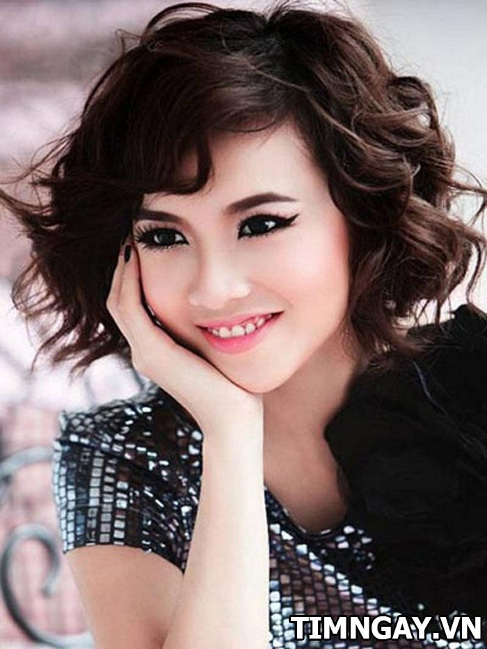 Tổng hợp các kiểu tóc xoăn ngang vai thịnh hành cho phái đẹp 3