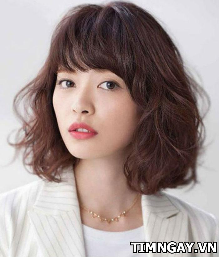 Tổng hợp các kiểu tóc xoăn ngang vai thịnh hành cho phái đẹp 6