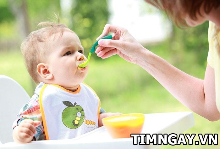 Biện pháp giúp mẹ khắc phục tình trạng trẻ ăn hay ngậm hiệu quả 2
