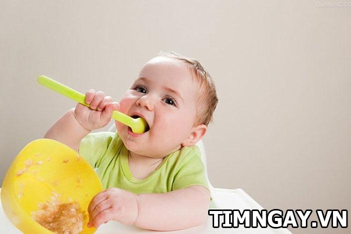 Biện pháp giúp mẹ khắc phục tình trạng trẻ ăn hay ngậm hiệu quả 3