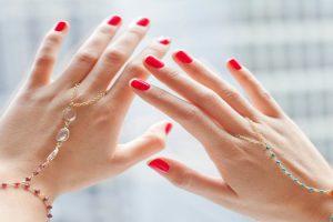 Cách dưỡng móng tay luôn đẹp và không bị gãy xước