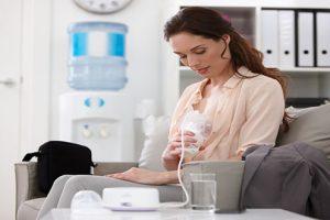 Cách vắt sữa mẹ bằng máy đảm bảo an toàn cho mẹ và bé