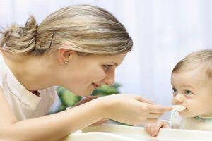 Cho trẻ ăn sữa chua đúng cách để có hệ tiêu hóa khỏe mạnh