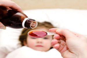 Cho trẻ sơ sinh uống kháng sinh khi bị bệnh có nên không?