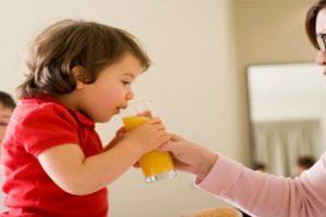 Cho trẻ uống nước cam khi nào? Tác dụng của nước cam với trẻ