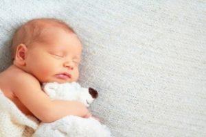 Giấc ngủ trẻ sơ sinh không ngon do đâu? Làm sao để bé ngủ ngoan