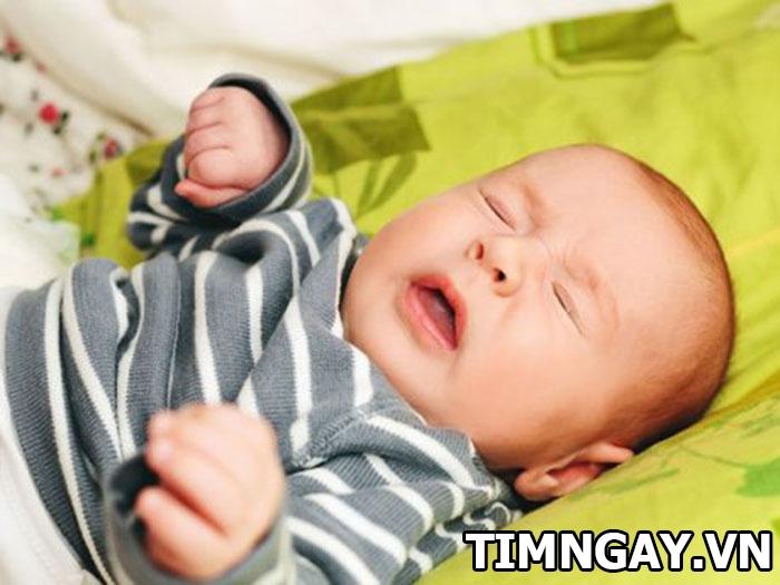 Mẹ phải làm gì khi trẻ sơ sinh bị nghẹt mũi thở khò khè? 1