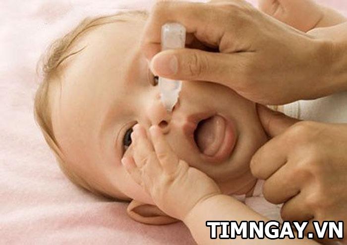 Mẹ phải làm gì khi trẻ sơ sinh bị nghẹt mũi thở khò khè? 2
