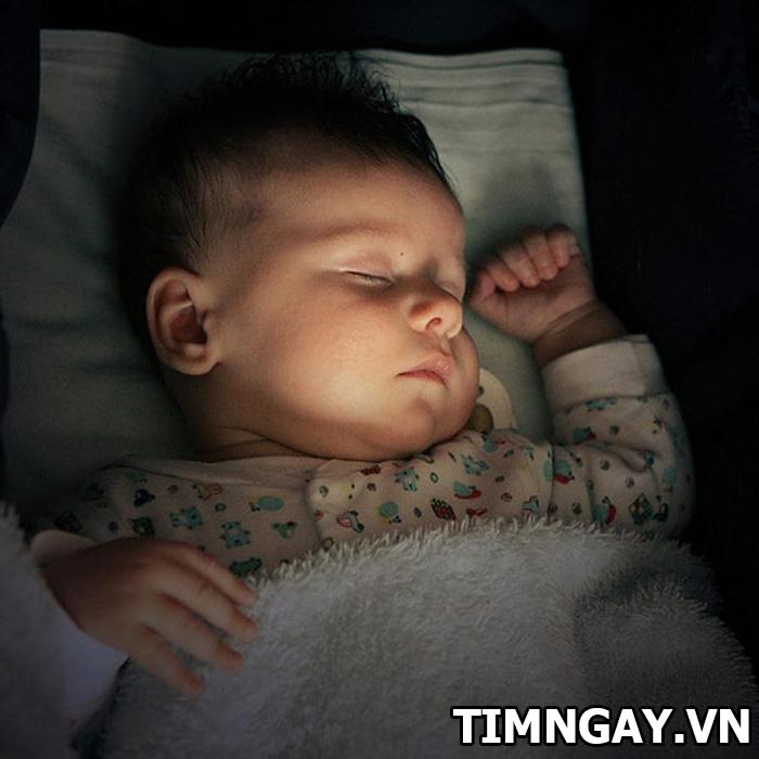 Nguyên nhân và cách khắc phục hiện tượng trẻ sơ sinh bị giật mình khóc thét về đêm 3
