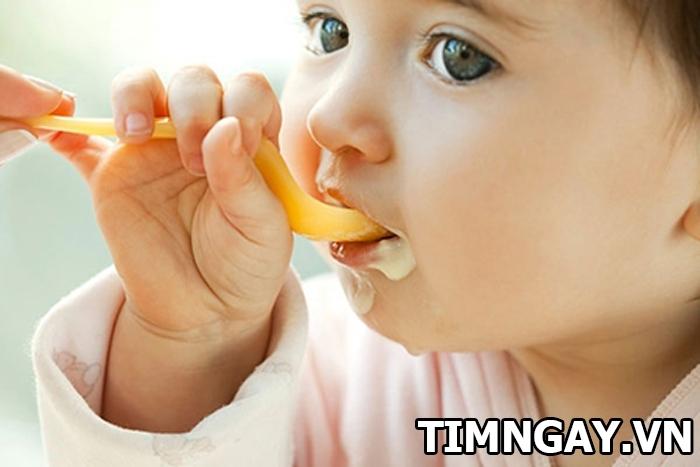 Sử dụng sữa chua cho bé ăn dặm bao nhiêu là hợp lý 1