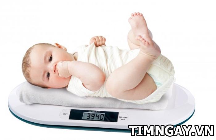 Tăng cân ở trẻ sơ sinh như thế nào là hợp lý? Bảng tăng trưởng cân nặng chuẩn cho mẹ tham khảo 1
