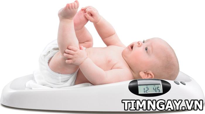Tăng cân ở trẻ sơ sinh như thế nào là hợp lý? Bảng tăng trưởng cân nặng chuẩn cho mẹ tham khảo 2