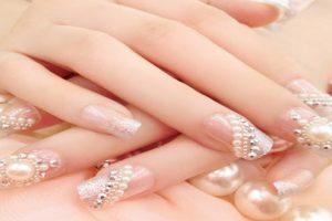 Ngây ngất với mẫu nail màu sắc và mẫu nail đính đá đơn giản mà đẹp