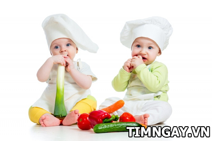 Thực đơn ăn dặm cho bé 1 tuổi để con yêu phát triển toàn diện1