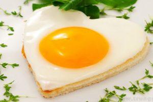 Bé 12 tháng tuổi tuần ăn mấy quả trứng gà để thông minh hơn
