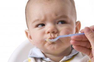 Biện pháp giúp mẹ khắc phục tình trạng trẻ ăn hay ngậm hiệu quả