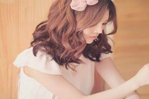Các kiểu tóc ngang vai uốn xoăn nhẹ đẹp nhất hè cho nàng năng động