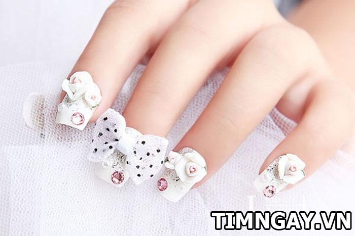 Các mẫu nail đính đá đẹp cho bạn gái nổi bật trong từng hoàn cảnh 1