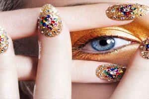 Các mẫu nail đính đá đẹp cho bạn gái nổi bật trong từng hoàn cảnh