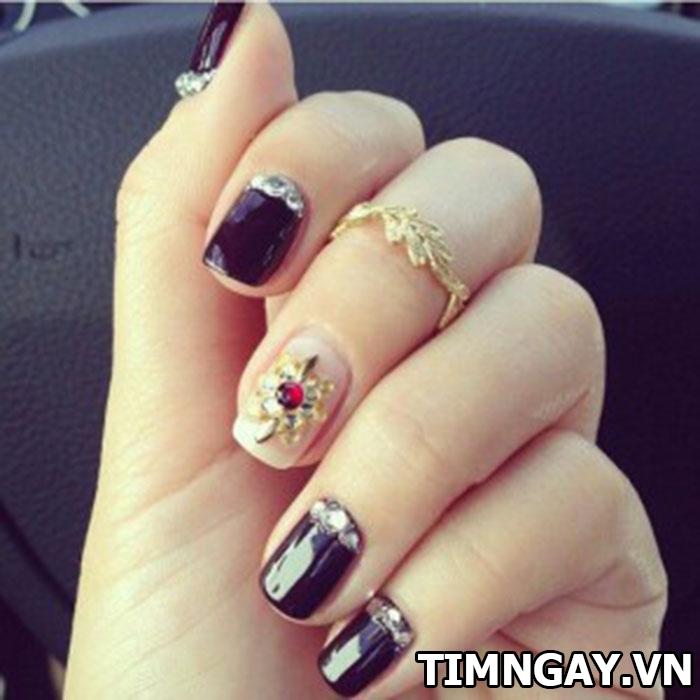 Các mẫu nail đính đá đẹp cho bạn gái nổi bật trong từng hoàn cảnh 6