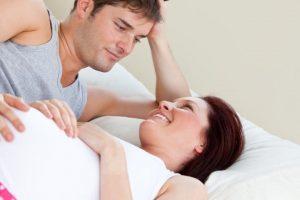 Chia sẻ thắc mắc có bầu nên quan hệ như thế nào?