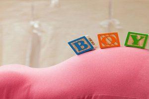 Mẹ mang thai bé trai có những biểu hiện gì đặc biệt?