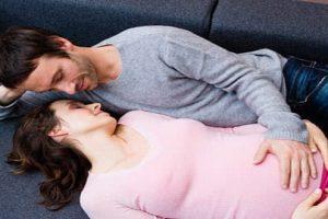 Phụ nữ mang thai tháng đầu tiên có quan hệ được không?