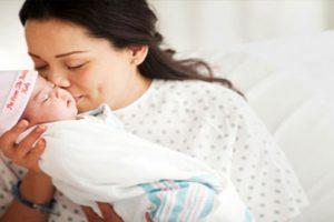 Phụ nữ sau sinh nên kiêng ăn gì để tốt nhất cho mẹ và bé?