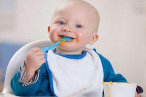Thiết kế thực đơn cho bé 1 tuổi hợp lí và giàu chất dinh dưỡng