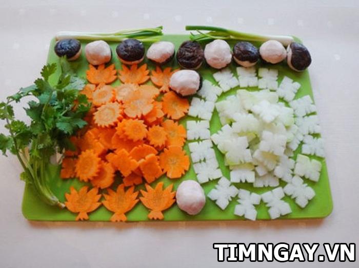 Tối nay ăn gì? Học ngay cách nấu canh mọc nấm hương với bước cơ bản 2