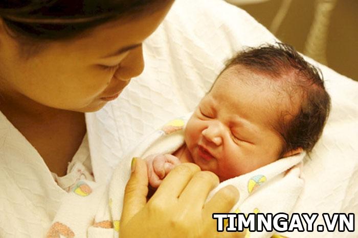Trẻ sơ sinh bị vàng da có sao không? Điều trị như thế nào? 2