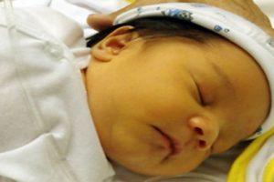 Trẻ sơ sinh bị vàng da có sao không? Điều trị như thế nào?