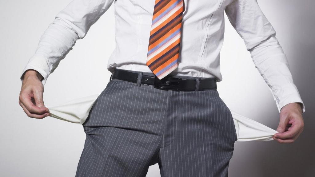 8 thói quen xấu khiến bạn mãi nghèo khó dù có một thu nhập vừa phải
