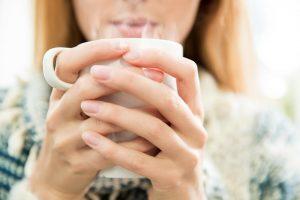 7 lợi ích không ngờ tới khi uống nước ấm vào mỗi sáng