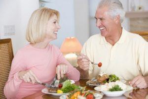 Chế độ dinh dưỡng cân bằng cho người cao tuổi